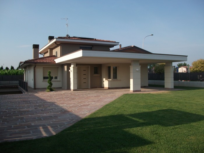 Offriamo Moderne Villette Bifamiliari Situate Nella Localita Di ...